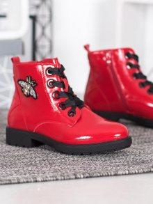 Klasické červené dámské  kotníčkové boty na plochém podpatku