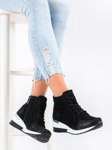 Pohodlné černé dámské  kotníčkové boty na klínku 37