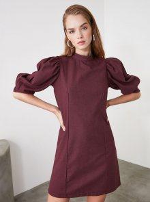 Vínové šaty Trendyol - XS