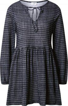 Cotton On Šaty \'Larissa\' černá / bílá / šedá