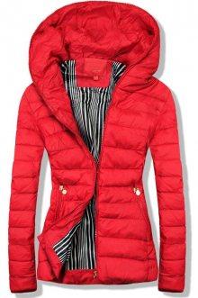 Červená bunda s kapucí
