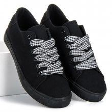 Moderní černé tenisky s kostkovanými tkaničkami a třásněmi