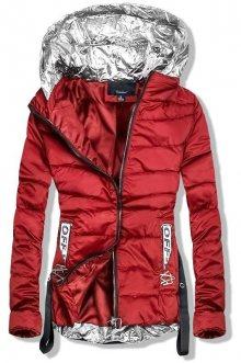 Červená bunda se stříbrnými prvky