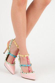 Netradiční růžové sandály s barevnými přezkami a cvočky