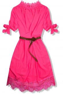 Neonově růžové šaty s páskem
