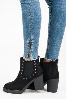 Podzimní černé kotníkové boty se cvoky