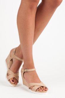 Pohodlné béžové sandály na klínku