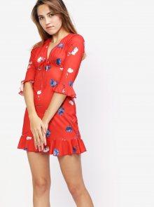 Červené květované šaty s volánem MISSGUIDED