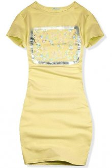 Žluté šaty s květinovou dekorací