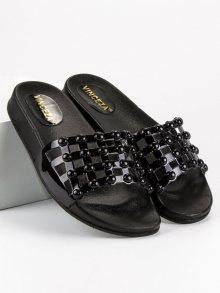 Pohodlné černé nazouváky