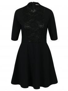 Černé šaty s krátkým rukávem a krajkovým detailem  Rich & Royal