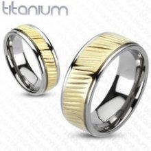 Prsten z titanu - pozlacený pás s diagonálním vroubkováním K10.7