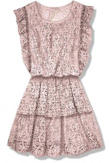 Pudrové krajkové šaty