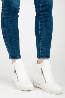 Luxusní bíle sneakery na klínku