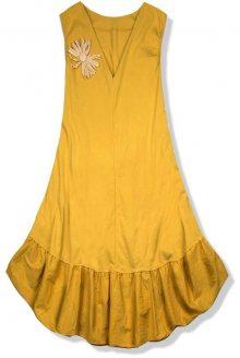 Žluté šaty se slaměnou broží