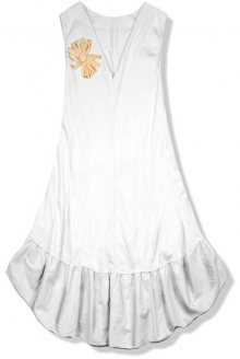 Bílé šaty se slaměnou broží